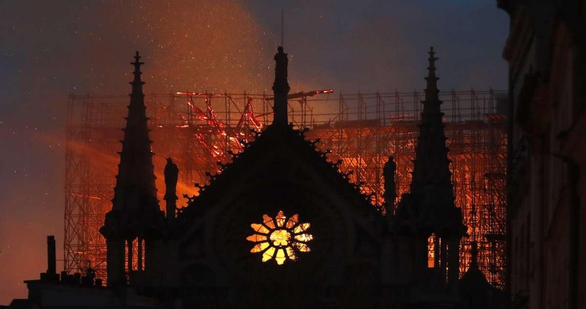 L'incendio di Notre-Dame: quando un simbolo diventa virale